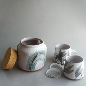 jar with mugs arrangment